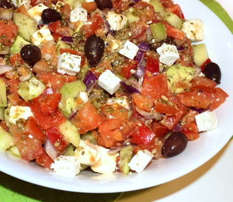Salata greceasca cu avocado