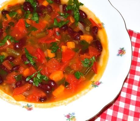 Supa de fasole si alte legume